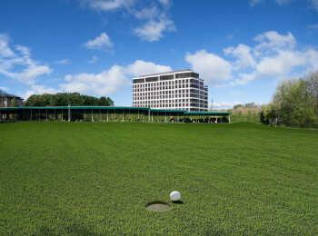 Комплекс назван в честь гольф-клуба, который находится по соседству